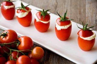 Pomodorini ripieni di formaggio e pesto